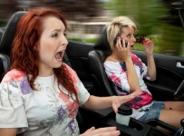 woman-speeding-and-applying-makeup-in-car